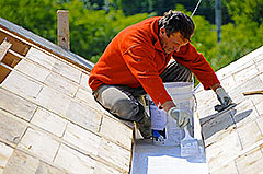 Applying Bitum Multigum as the waterproofing layer