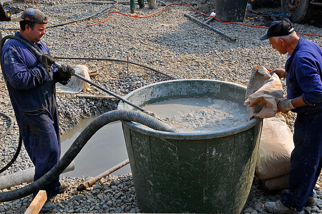 Preparing bentonite for injection in the borehole