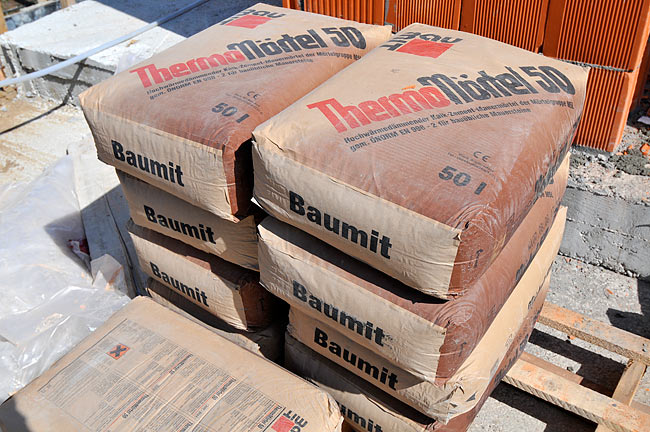 Baumit ThermoMörtel 50 bags on Kuće Beodom Amadeo construction site.