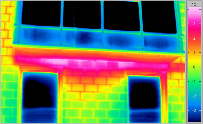 Infrared thermographic view of a leaking balcony caused by a thermal bridge