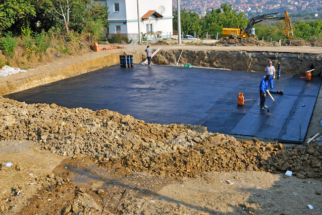 Amadeo II footer slab with the bituminous primer