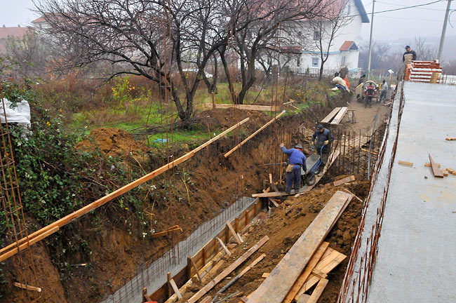 Working of the wall toward neighboring plot