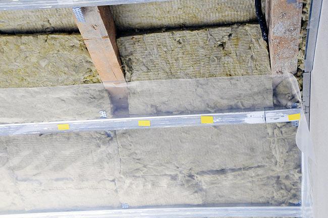 Beodom amadeo ii construction update underfloor heating for Mineral wool installation